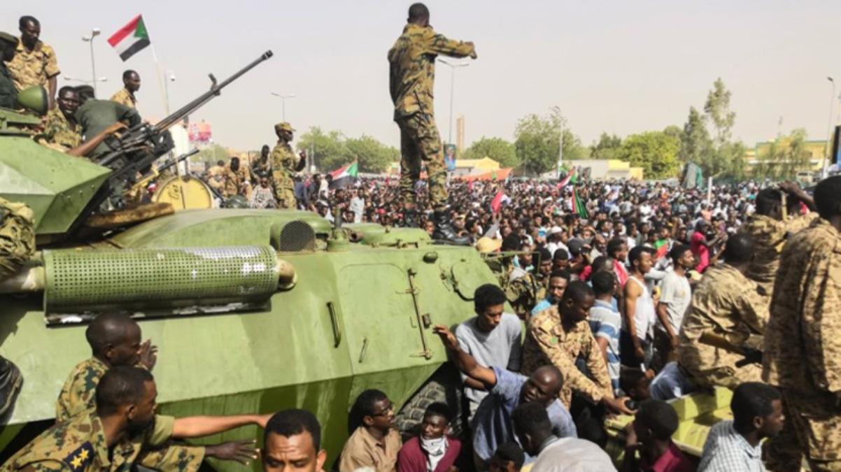 Son Dakika: Sudan'da darbe girişimi! Başbakan Abdullah Hamduk ve kabinedeki 4 bakan tutuklandı