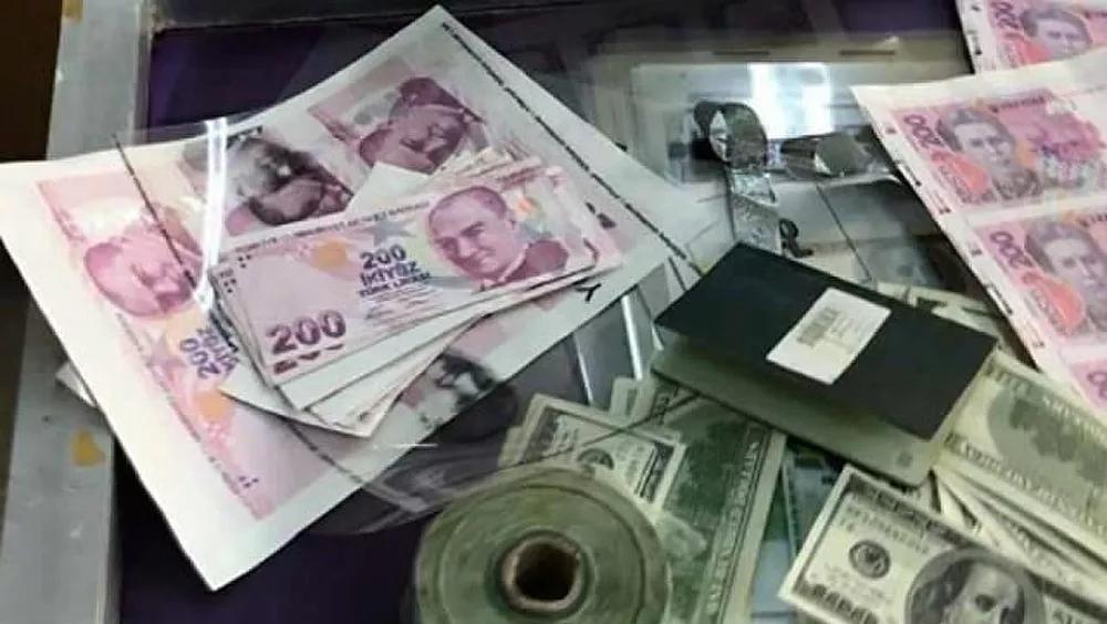Suç Aletleri Mum: Denizli'de 2 Dolandırıcı Yeni Bir Sahte Para Yöntemiyle Yakalandı