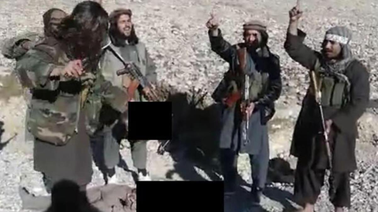 Taliban'ın infazı tüyler ürpertti Askerin başını kesip kutlama yaptılar