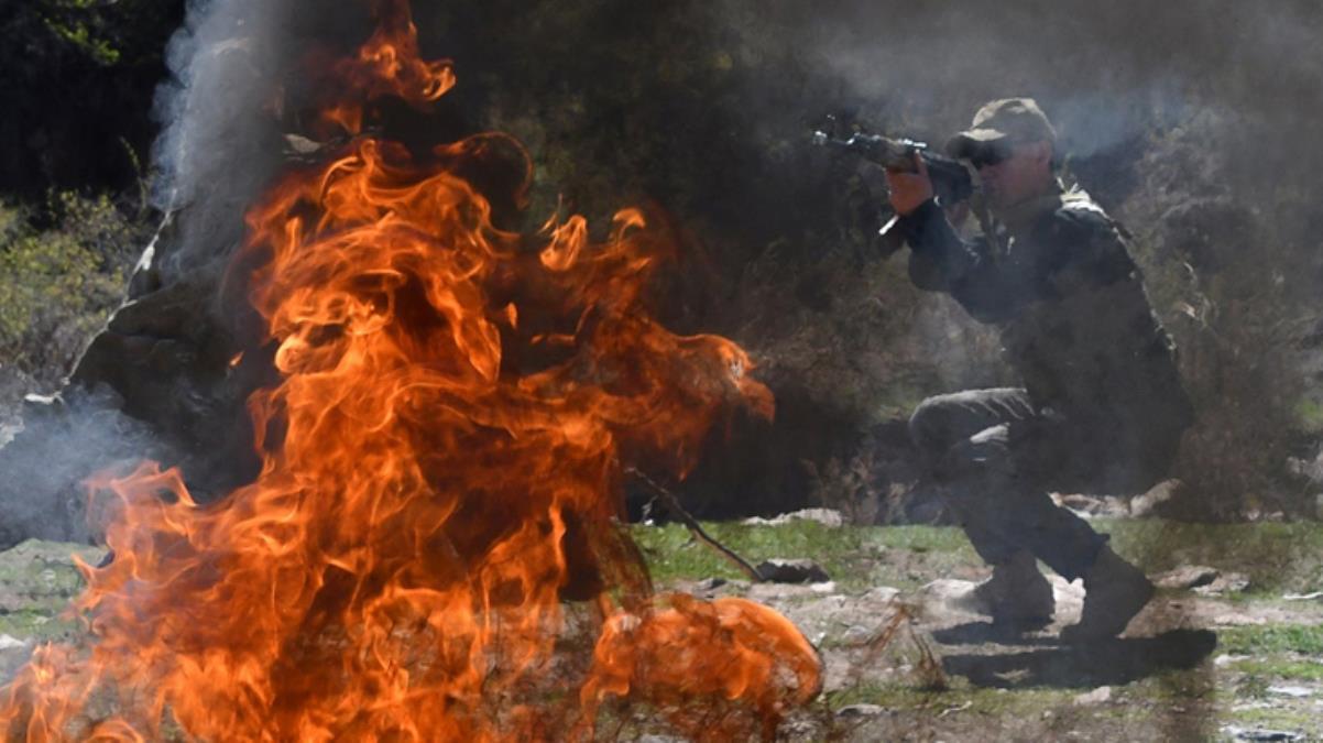 Taşlı sopalı su kavgası iki ülke ordusunu karşı karşıya getirdi! 4 günde 49 kişi öldü, 250'den fazla yaralı var