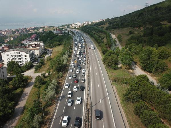 Tatilci Kuyruğu Başladı: TEM Otoyolunda 10 Kilometrelik Araç Kuyruğu Oluştu
