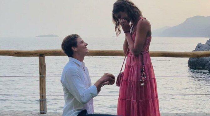 Taylor Hill evlilik teklifi aldı