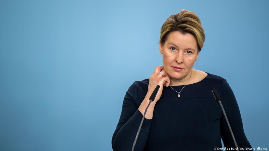 Tezinde İntihal Yapan Almanya Aile Bakanı Giffey İstifa Etti