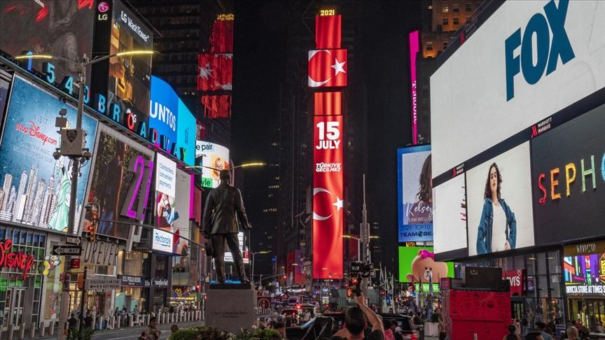 Times Meydanı'ndaki Dev Ekranda 15 Temmuz Anması