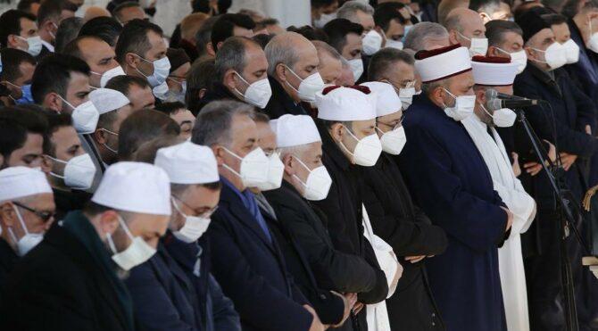 TTB Genel Sekreteri Bulut'tan kalabalık cenaze törenlerine tepki