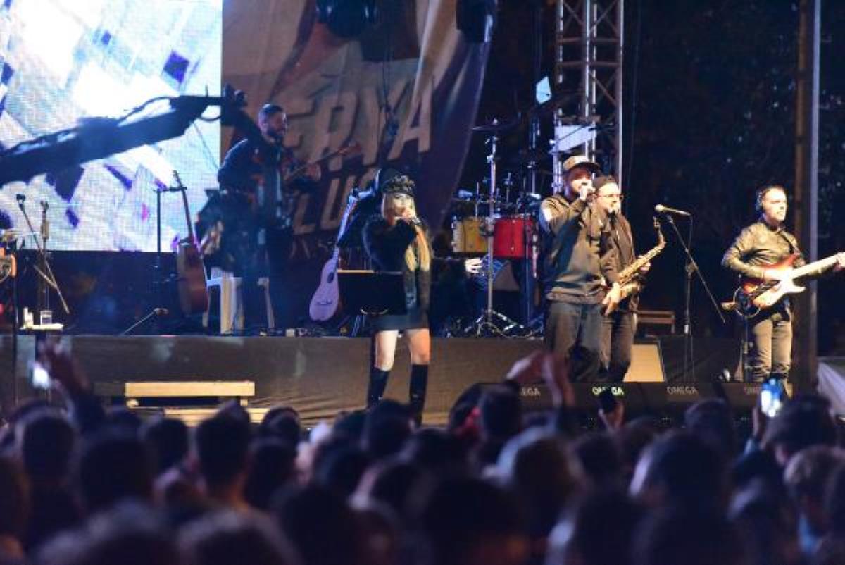 Tuzla'da Yaza Veda Konseri'nde Derya Uluğ sahne aldı