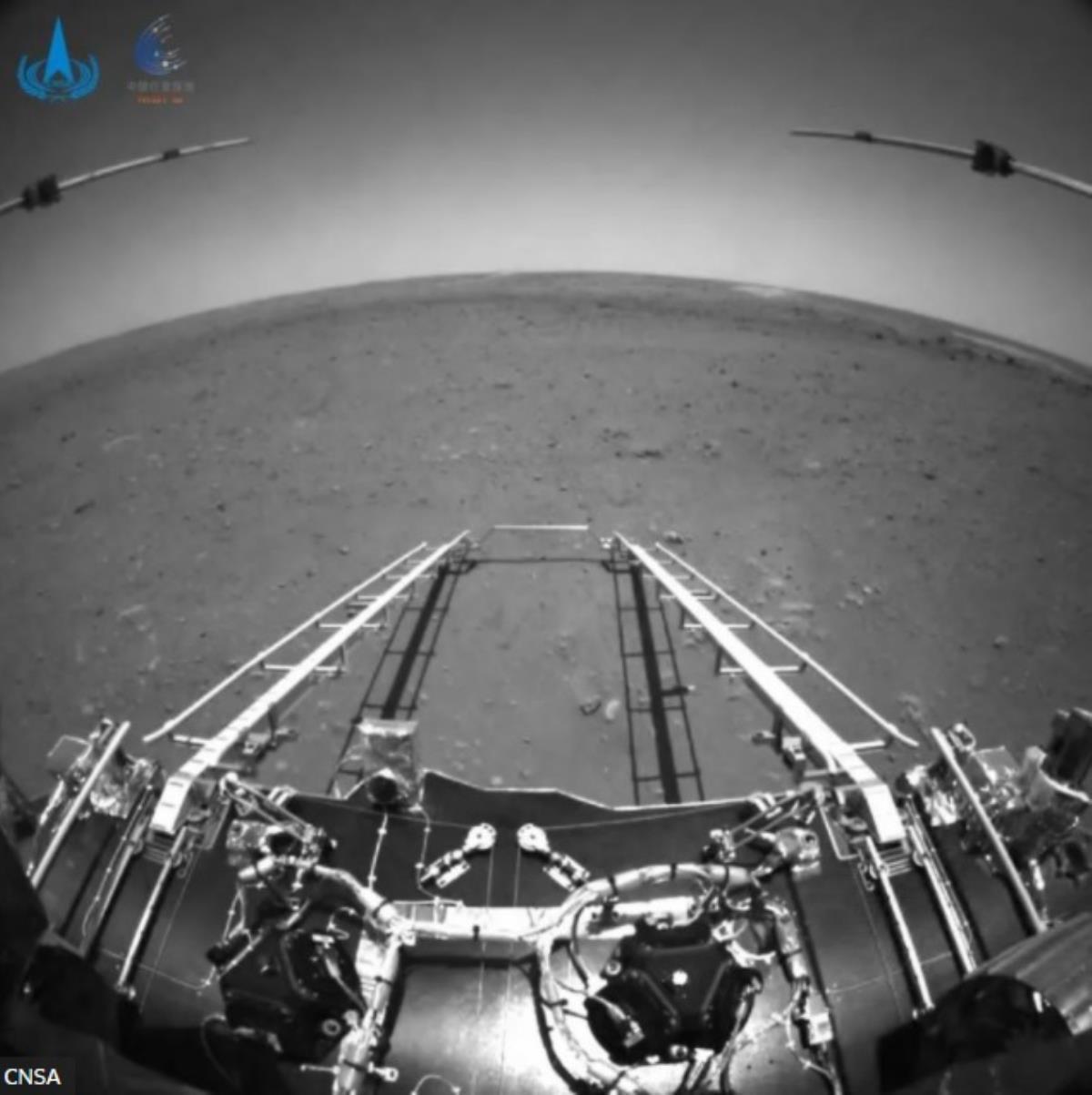 Uzay yarışı başladı! Çinliler gözlerini Mars'a dikmişti: İşte Kızıl Gezegen'den ilk görüntü