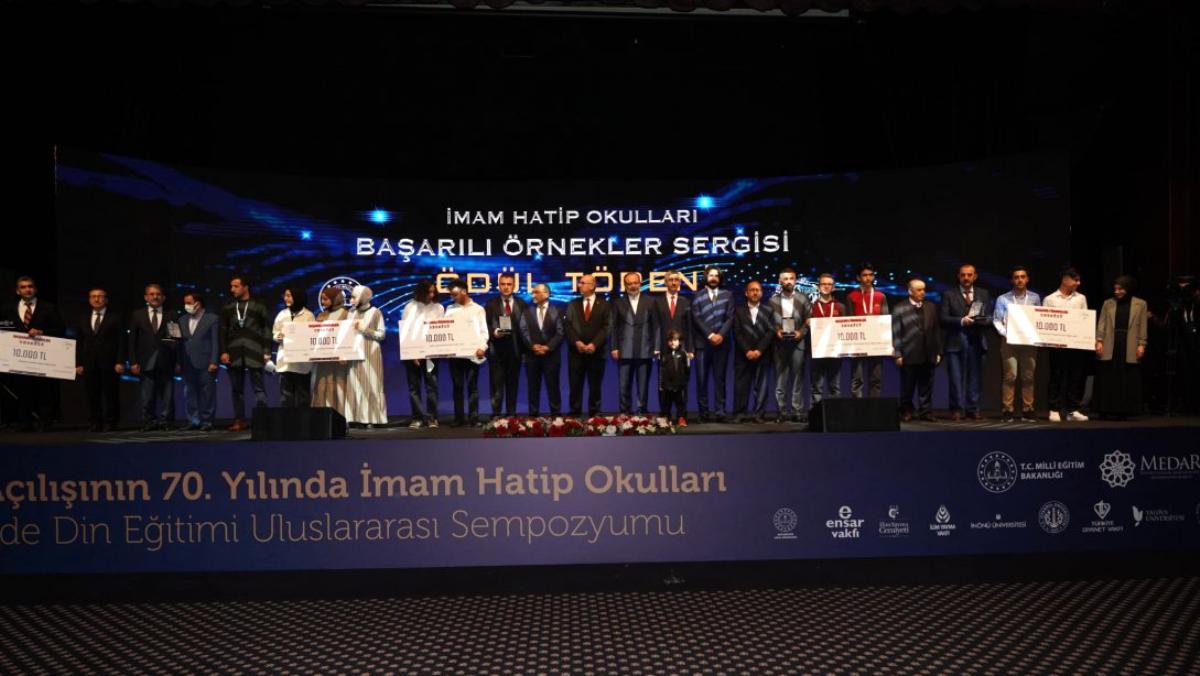 Yeniden Açılışının 70. Yılında İmam Hatip Okulları ve Türkiye'de Din Eğitimi Uluslararası Sempozyumu Sona Erdi