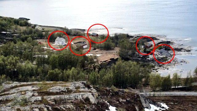 Yer, üzerindeki evlerle birlikte hareket edip saniyeler içinde suya gömüldü