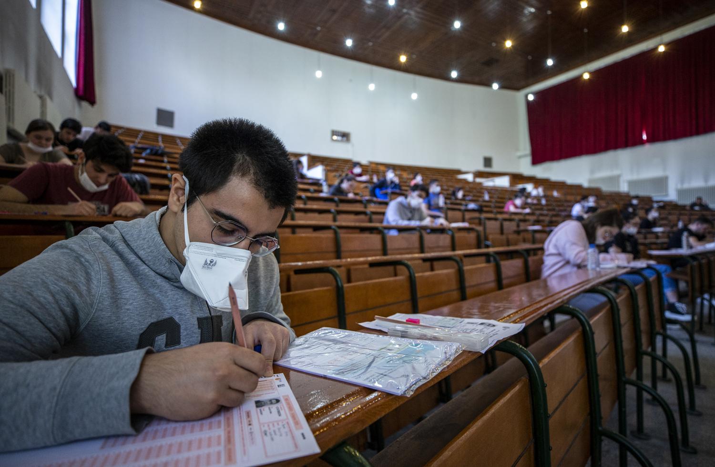 YKS'ye Girecek 2,5 Milyon Öğrenciyi Bu Sene Hangi Şansın Dönmesi Bekliyor?