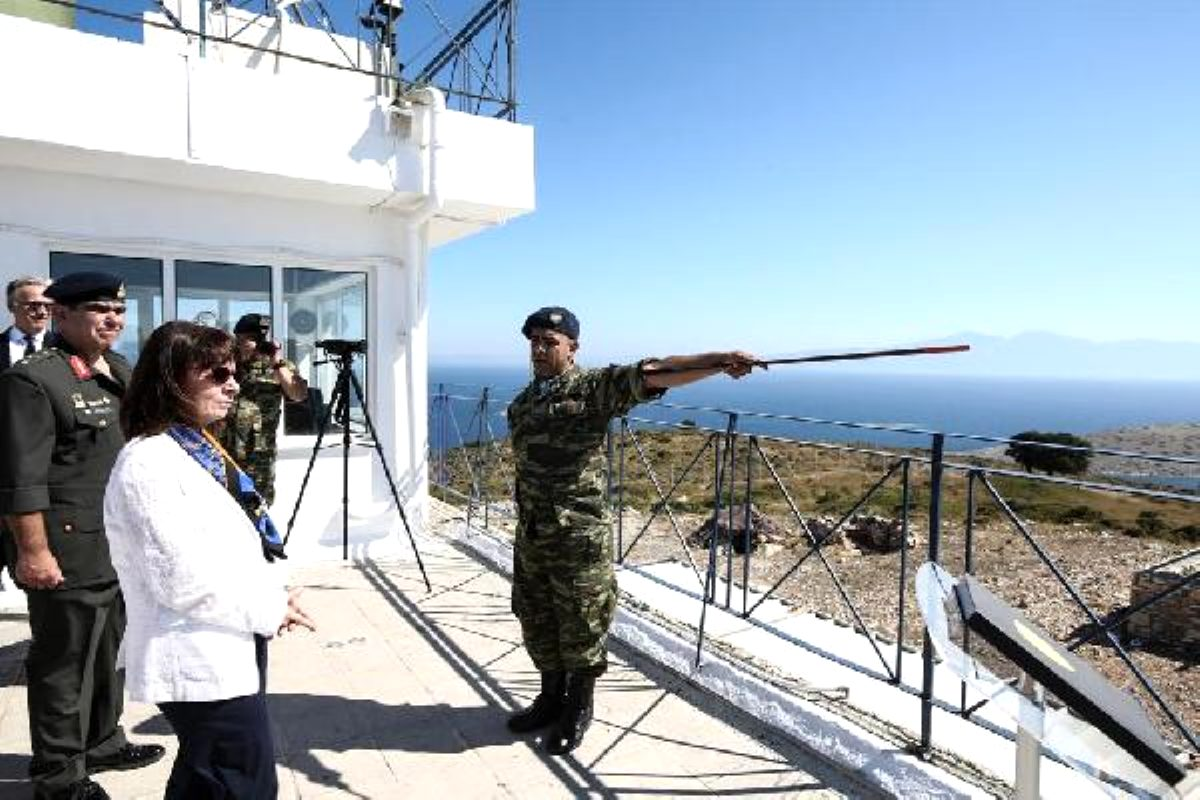 Yunan Cumhurbaşkanı'ndan kışkırtma: Eşek Adası'nı ziyaret etti