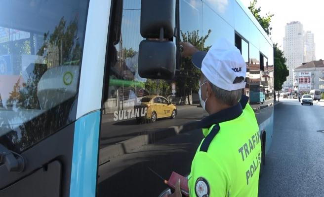 14 Gezgin Kapasiteli Minibüsten 37 Kişi Çıktı, Sürücü Polislere, 'Siz Sayı Saymayı Bilmiyorsunuz' Dedi