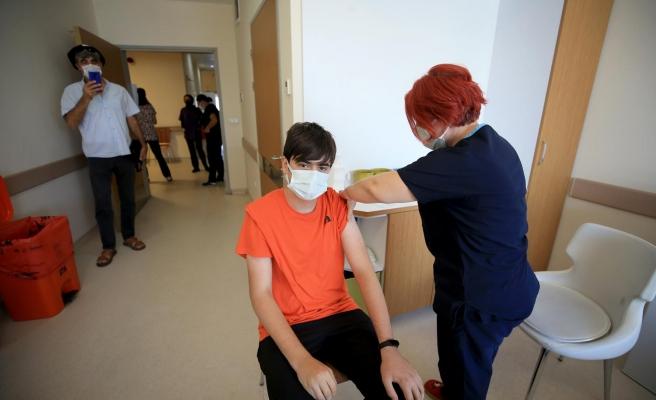 15 Yaş Üstüne İlk Aşılar Yapıldı: 'İnşallah Okula Gideriz'