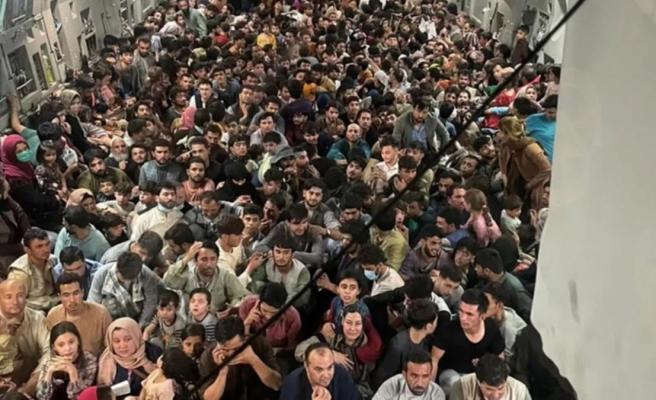 150 kişilik uçakta 640 Afgan! Fotoğrafı ABD servis etti, nereye götürüldükleri ise bilinmiyor