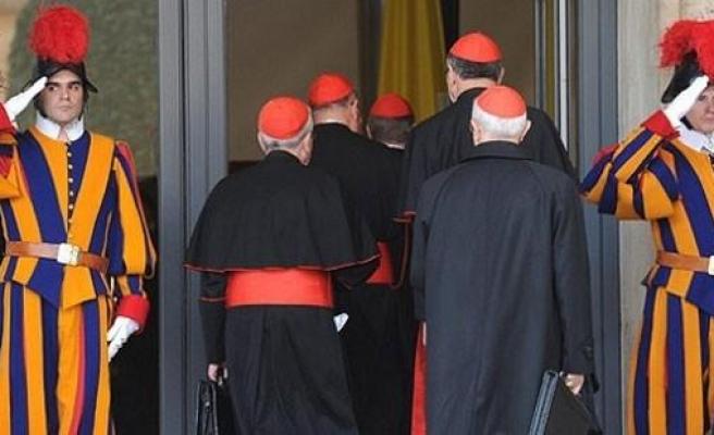 17 Milyon Liralık Vurgun: Kardinal Kılığında Dolandırıcılık Yapan Çeteyi, Rahip Kılığındaki Polisler Yakaladı