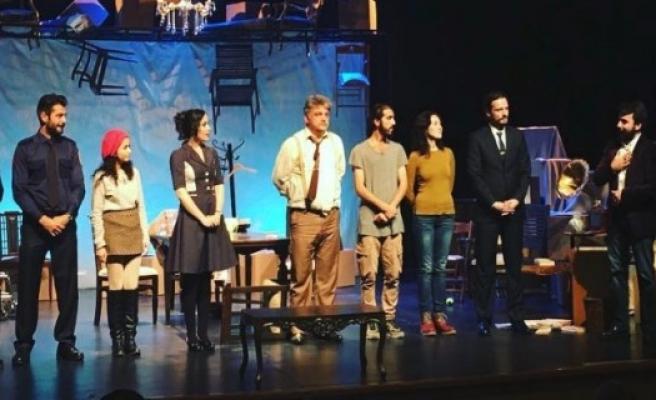 Tiyatroseverler Hakan Eratik'i ayakta alkışladı!