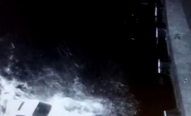 Karı koca denize otomobiliyle böyle uçtu