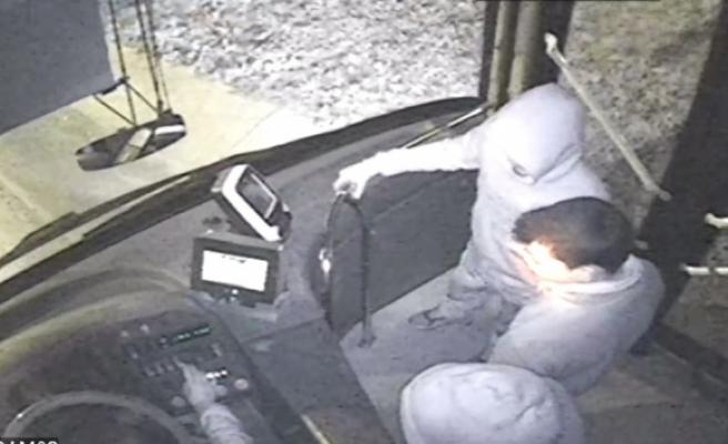 Otobüs kaçıran dört küçük kafadar İstanbulu birbirine kattı
