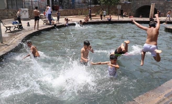 Diyarbakırda aşırı sıcaklar bunalttı