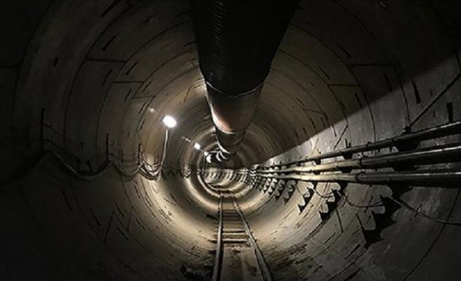 Musk, tünele tesla indirdi!