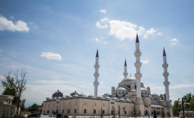Orta Asyanın en büyük camisini Erdoğan ibadete açacak
