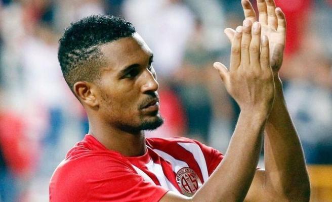 Antalyasporlu William Vainqueurün Monacoya transferi suya düştü!