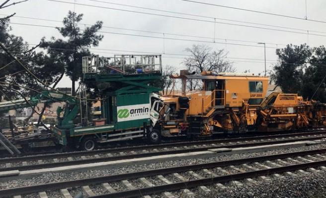 İstanbul'da Test Sürüşü Yapan Tren Kaza Yaptı: Yaralılar Var