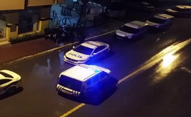 (Özel) Pendik'te 1'kadın 2 hırsız, polis ekiplerince kıskıvrak yakaladı