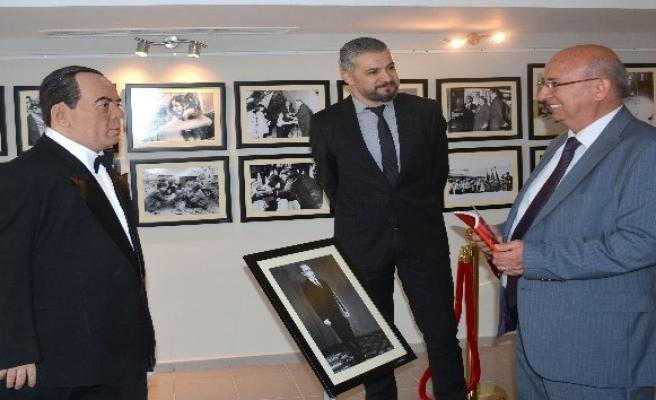 Kıbrıs Milli Eğitim ve Kültür Bakanı Özyiğit'ten sergi ziyareti