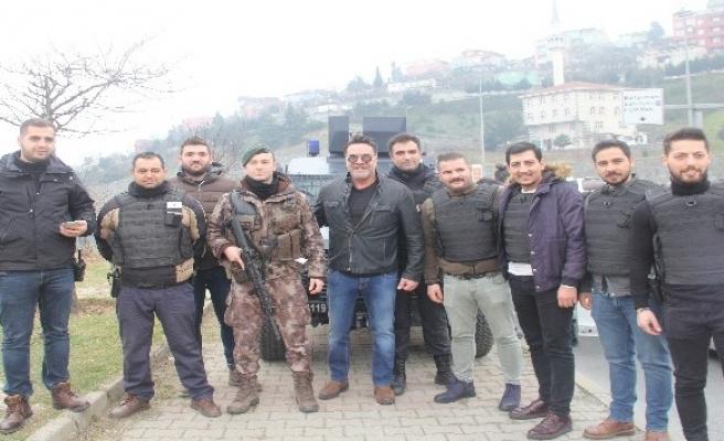 ( Özel) Asayiş uygulamasına takılan Beyazıt Öztürk polislerle fotoğraf çektirdi
