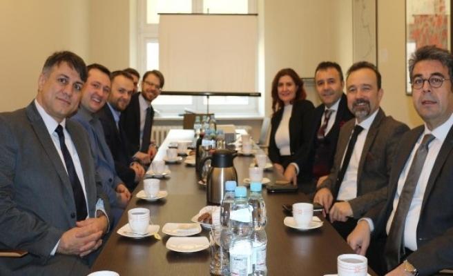 Türk koleji bilişim teknolojileri vizyonunu Polonya'ya tanıttı