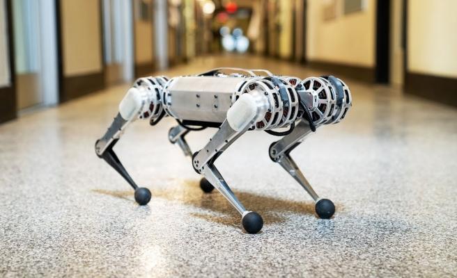 MIT'nin Robotu Mini Cheetah Ters Takla Atabiliyor!