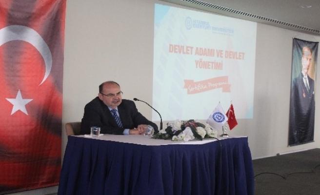 'Devlet Adamı ve Devlet Yönetimi' konferansı
