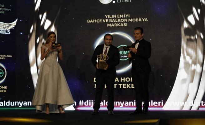 Yılın en iyi bahçe ve balkon mobilya markası: Divona Home & Murat Teker seçildi.
