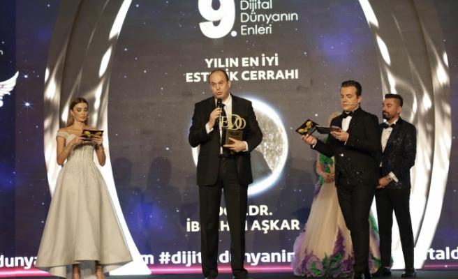 Yılın en iyi estetik cerrahı: Doç. Dr. İbrahim Aşkar seçildi.