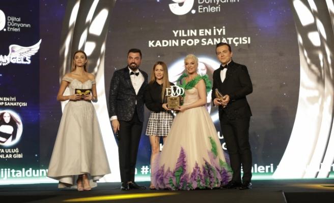 Yılın en iyi kadın pop sanatçısı / Derya Uluğ seçildi.