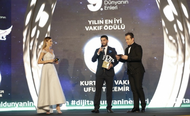 Yılın en iyi vakıf ödülü / Kurtuluş Vakfı / Ufuk Tezemir seçildi.