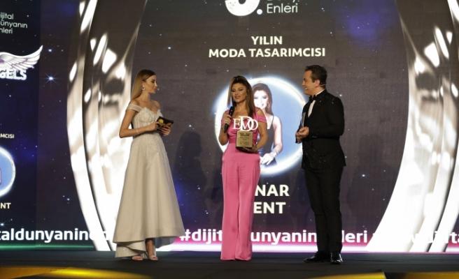 Yılın moda tasarımcısı: Pınar Bent seçildi.