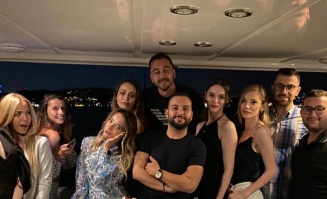 Lob'in yönetim kurulu üyesi Fehim Ustaoğlu yeni yaşını dün akşam yakın arkadaşlarıyla birlikte kutladı.