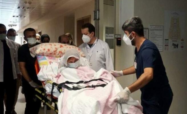 3 doz aşı olan 108 yaşındaki Fatım nine coronayı yendi