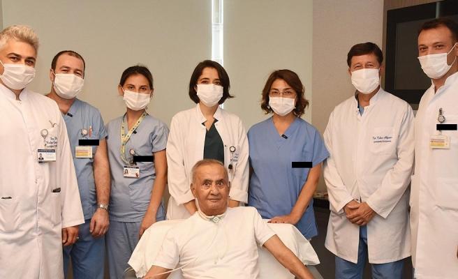 4 Aydır Yoğun Bakımdaydı: Koronavirüsten Kurtulan Oğuz Peker 'Neden Herkes Maskeli' Diye Sordu