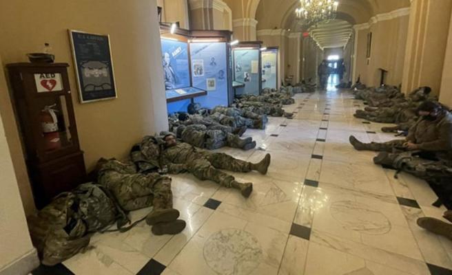 ABD'de Başkan Trump'ın azli görüşülürken Ulusal Muhafızlar, Kongre binasında önlem aldı