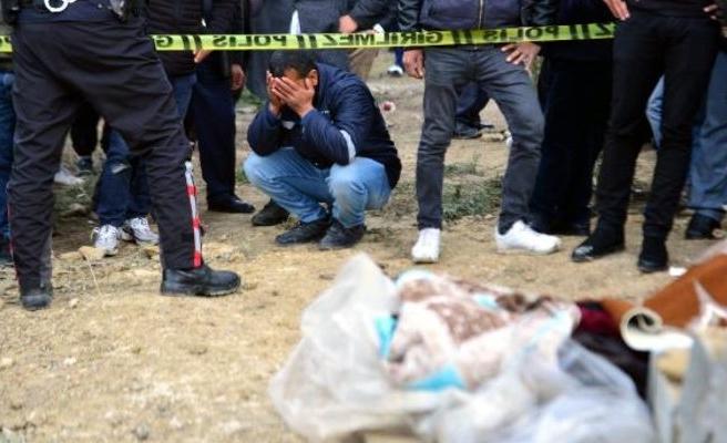 Adana'da Kahreden Olay! Dün Toprağa Verdiği Eşinin Mezarı Başında, Oğlunun Cesedini Buldu