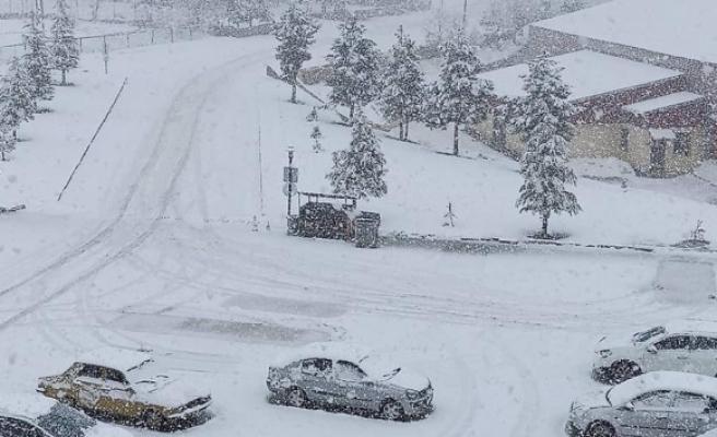 Adana'nın kuzey ilçeleri beyaza büründü