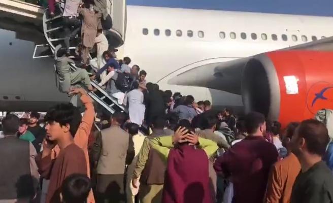 Afganistan'dan Kaçmak İsteyenlerin Akın Ettiği Kabil Havaalanı'nda Kaos Görüntüleri