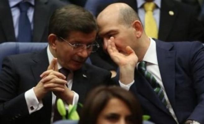 Ahmet Davutoğlu 'Oda Dinletme' İddialarına Cevap Verdi: 'Süleyman Soylu'nun Yalancı Olduğu Ortaya Çıktı'