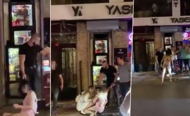Akılalmaz Görüntüler! Gece Kulübünden Saçlarından Sürükleyerek Çıkarttıkları Kadını Tekme Tokat Dövdüler