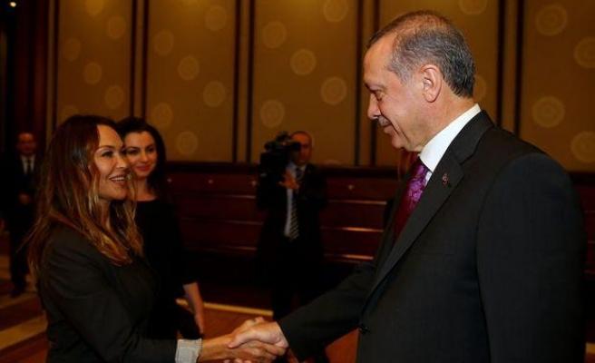 'AKP'liler Ayvalık Belediye Başkan Adaylığı İçin Hülya Avşar ile Görüştü' İddiası
