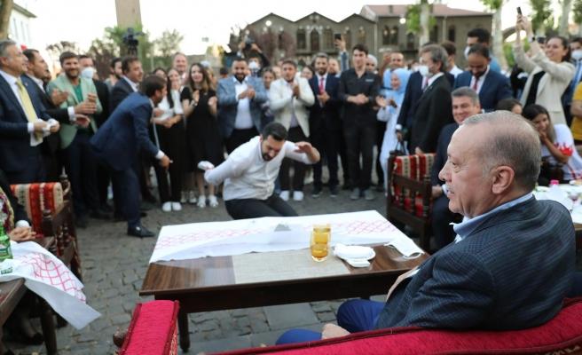 AKP'ye Yakın İsim Yazdı: 'Erdoğan, Erken Seçime mi Hazırlanıyor?'