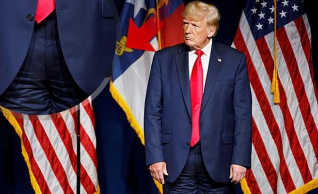 Alay Konusu Oldu! Trump Sahneye Pantolonunu Ters Giyerek Çıktı